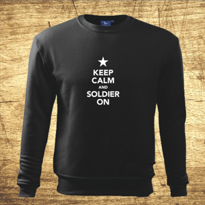Mikina s motívom Keep calm and soldier on